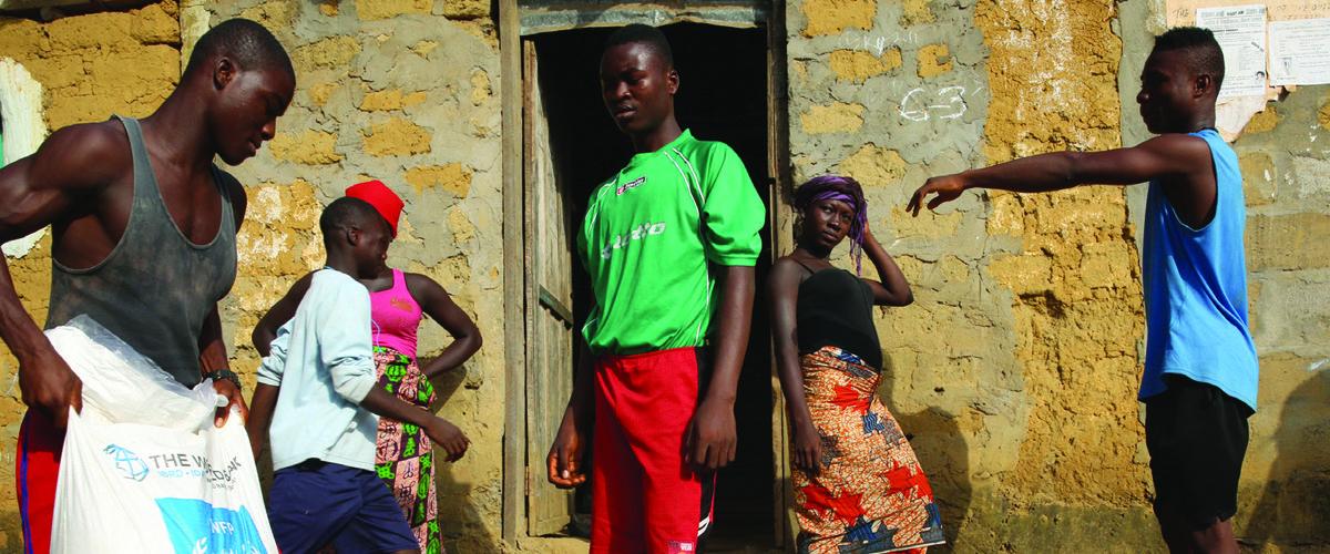 Foyer en quarantaine au Libéria, sous surveillance medicale pendant 21 jours, recevant un soutien psychosocial et des vivres.