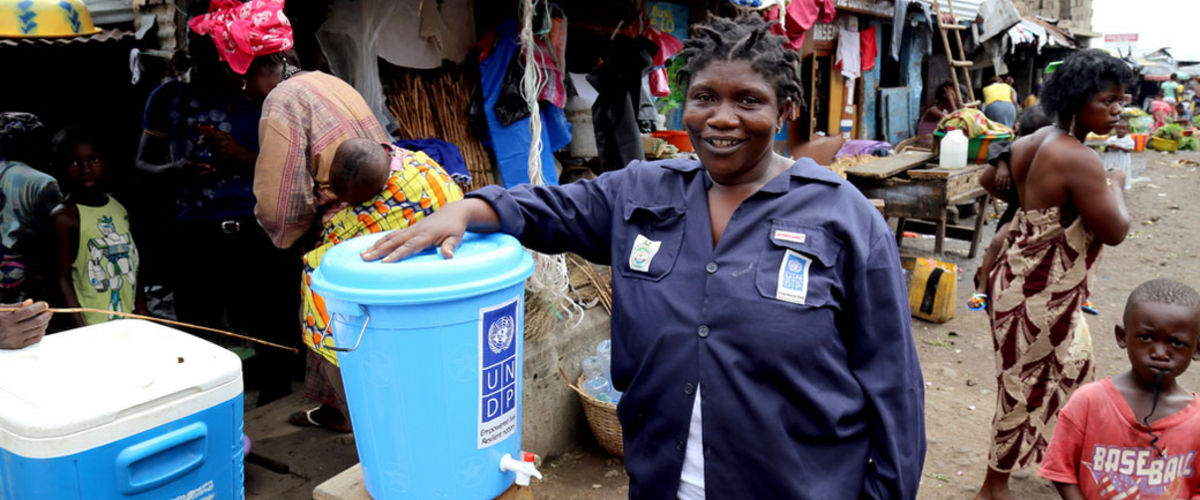 Memuna Mansaray lutte contre l'Ebola avec le PNUD à Mabella, en Sierra Leone.